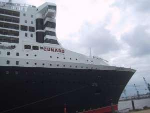 Schwesterschiff der Queen Elisabeth II, die Queen Mary 2, aufgenommen in Hamburg