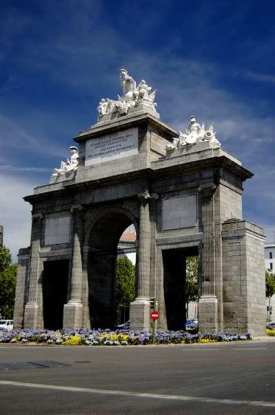 Puerto de toledo in madrid spanien bilder for Shoko puerta de toledo