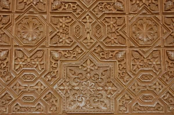 verzierungen an der wand der alhambra spanien bilder. Black Bedroom Furniture Sets. Home Design Ideas