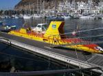 Gelbes U-Boot im Hafen von Mogan