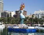 Figur im Hafen von Alicante